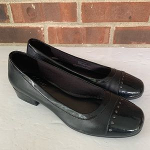 Life Stride Quest black slip on flat shoes loafers
